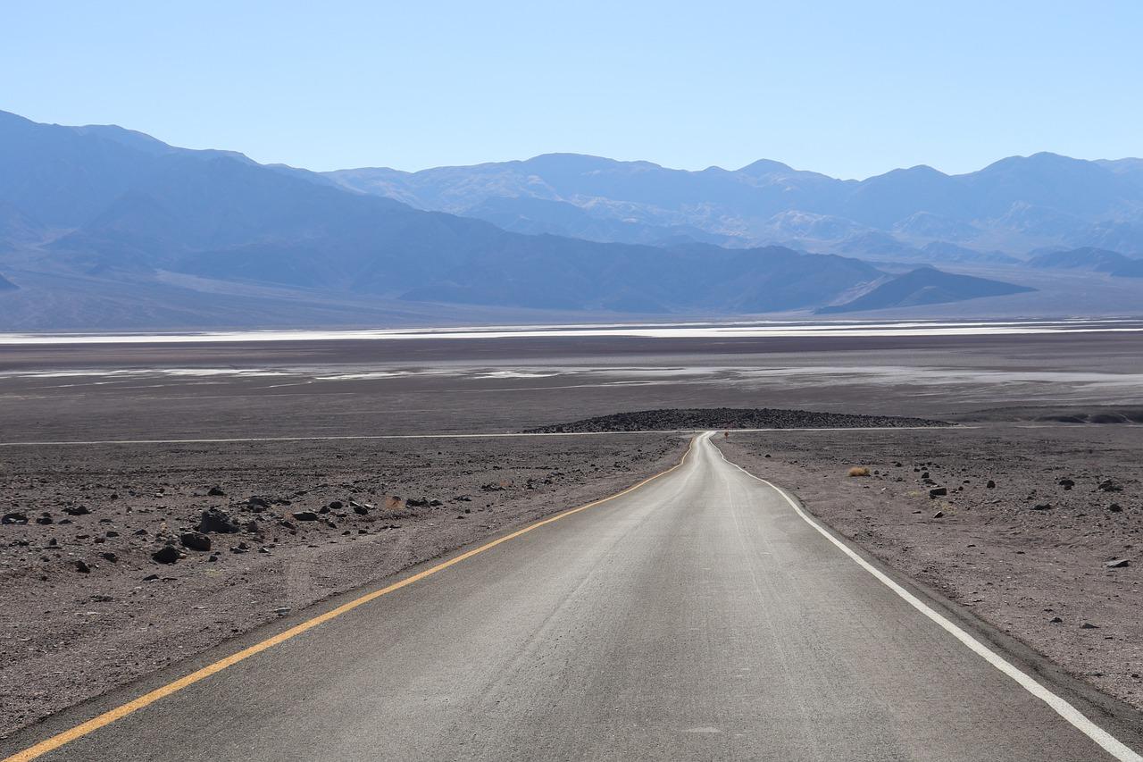 Road Desert Death Valley California  - elomage / Pixabay